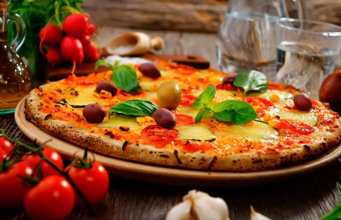 Пицца с брынзой и оливками