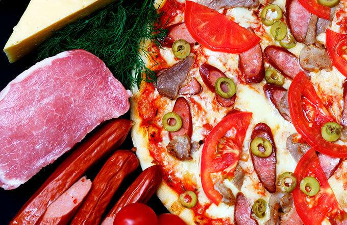 Пицца Тарантелла с колбасками и мясом