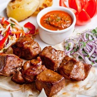 Где в Краснодаре можно поесть шашлыки в ресторане?