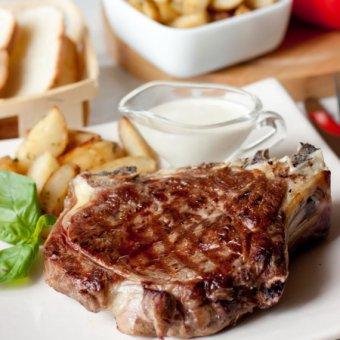 Сочный стейк из говядины под перечным соусом