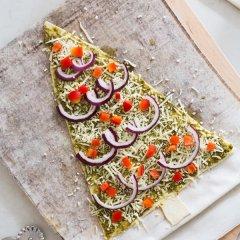 Вкусная пицца в виде елки на Новый год