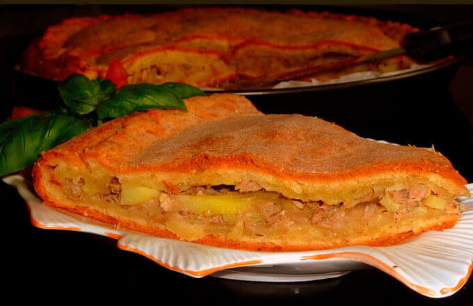 Пицца Калабрийская с консервированной и свежей рыбой