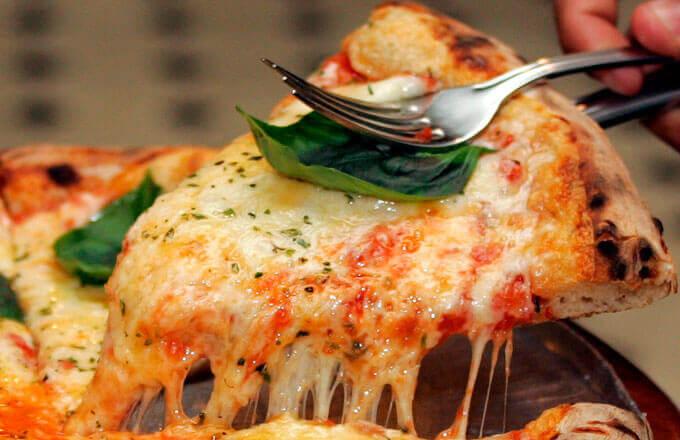 Пицца по-неаполитански с рыбным филе